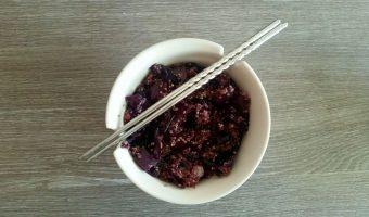 Quinoa met rode kool en sesam