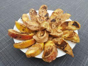 Smakelijk bord vol appel- banaanflapjes