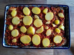 vegan aubergine ovenschotel klaar voor de oven