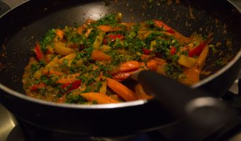 Thaise rode curry; vegan met Hollandse twist